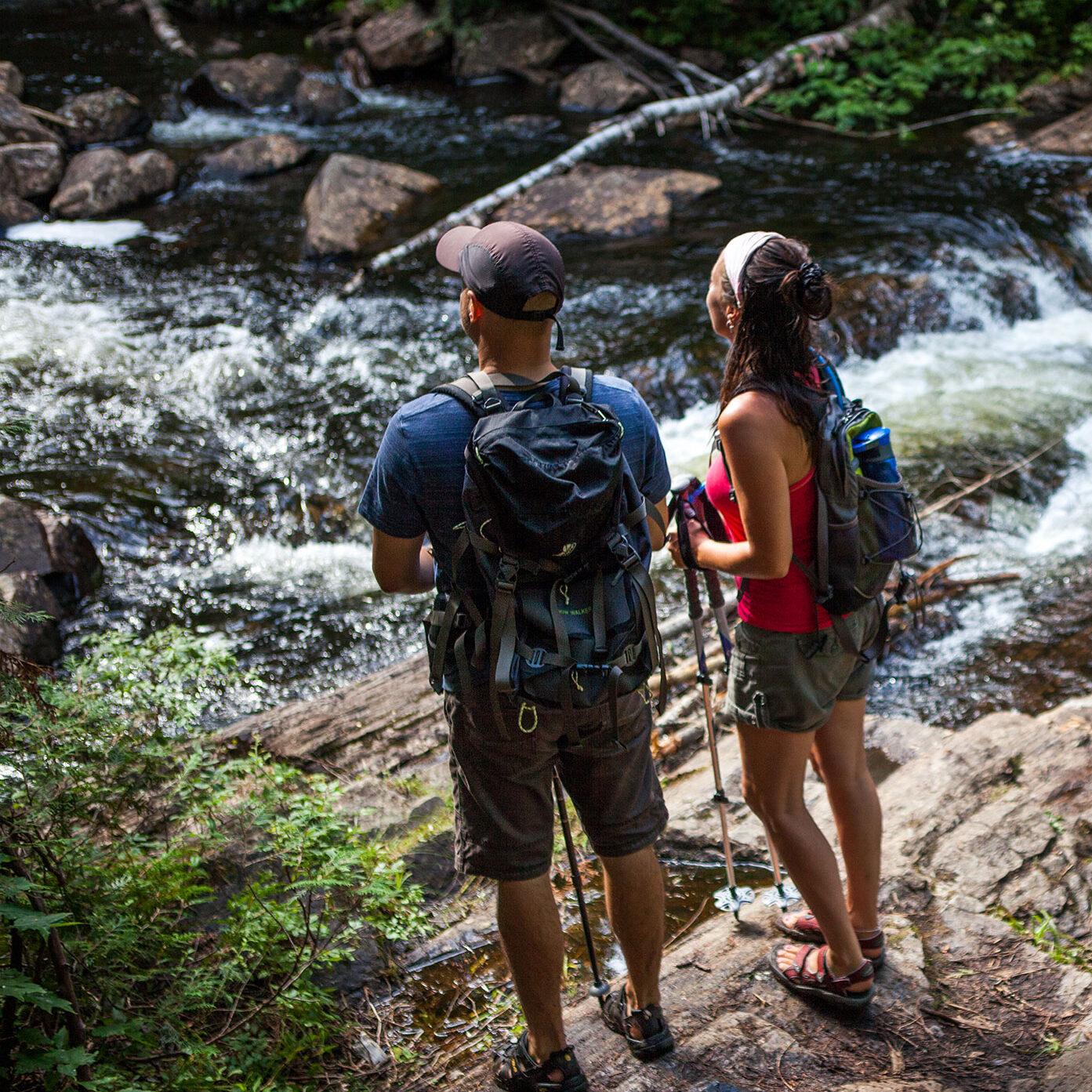 Randonnée pedestre et descente de rivière autonome